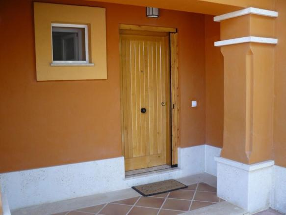 B1) Entrance and Por
