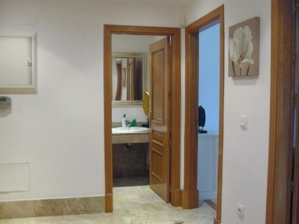 B2) Entrance foyer a