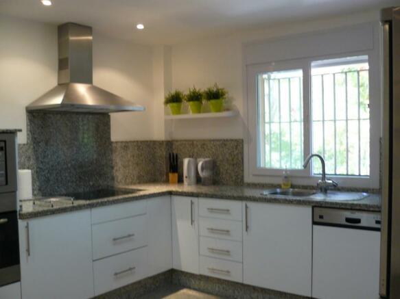 C2) kitchen.JPG
