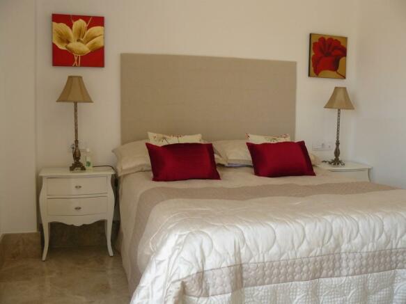 G6) main bedroom.JPG