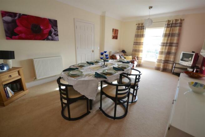 SITTING ROOM/ DINING ROOM