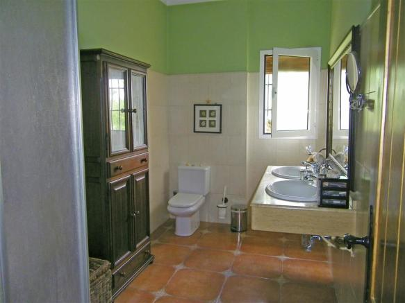 F465225 - Bathroom 1