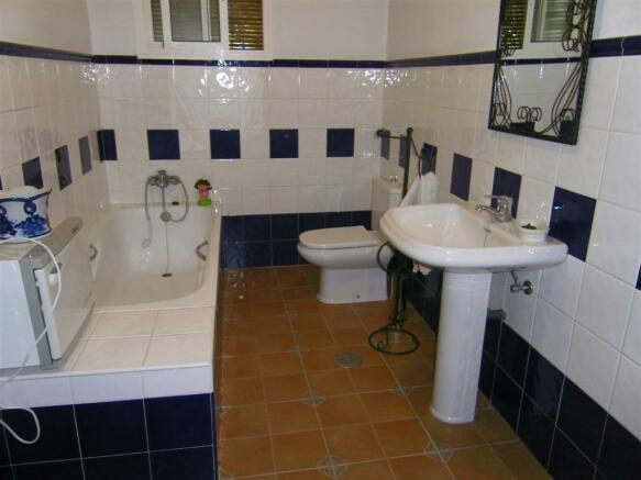 F465225 - Bathroom 2