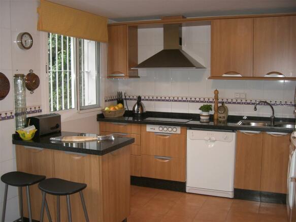 V114410 - Kitchen