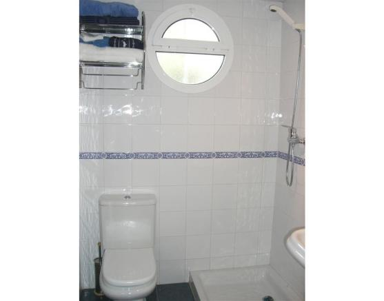 V114410 - Bathroom 3