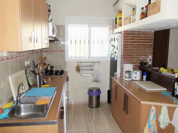 F2112914 - Kitchen 2