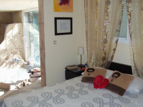 F2112914 - Bedroom 2