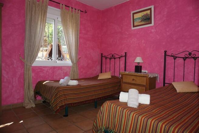 F416653 - Bedroom 2