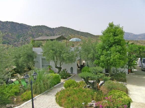 F134064 - Garden