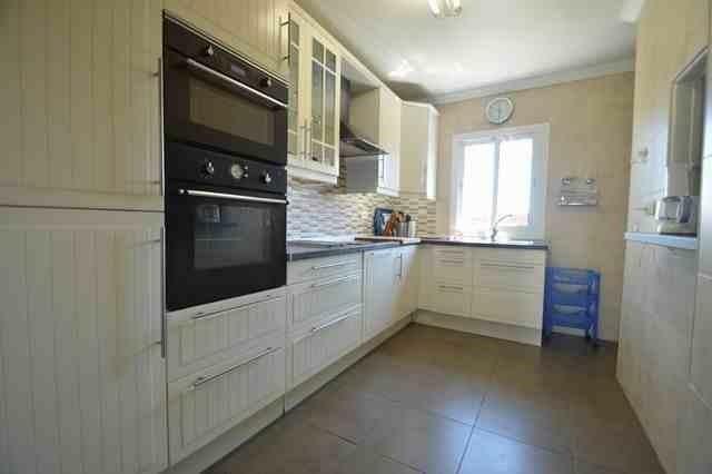 V211385 - Kitchen 1