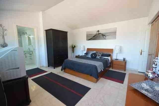 V211385 - Bedroom 1