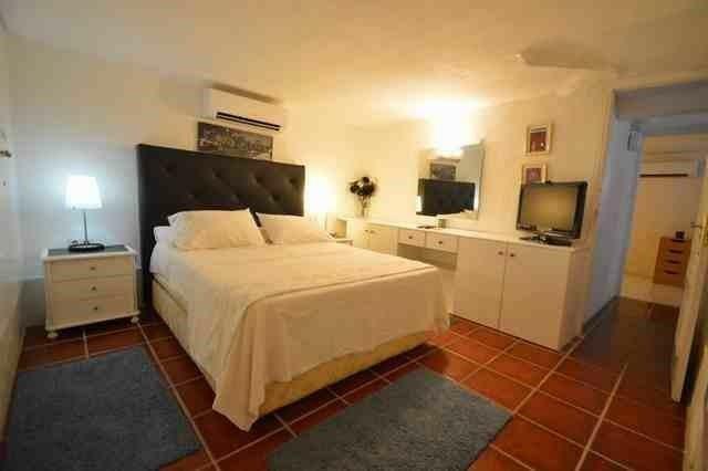 V211385 - Bedroom 6