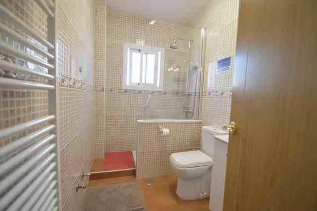 V211385 - Bathroom 1