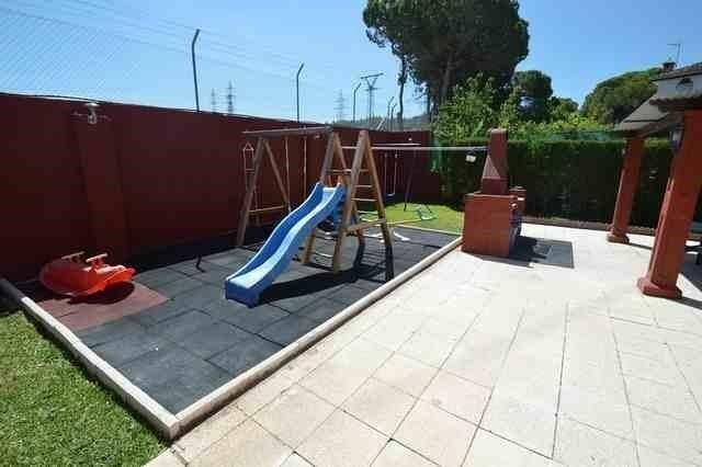 V211385 - Play area