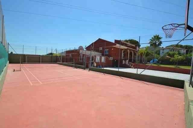 V211385 - Tennis cou