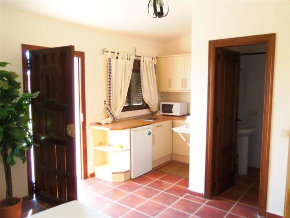F2102057 - Kitchen 2