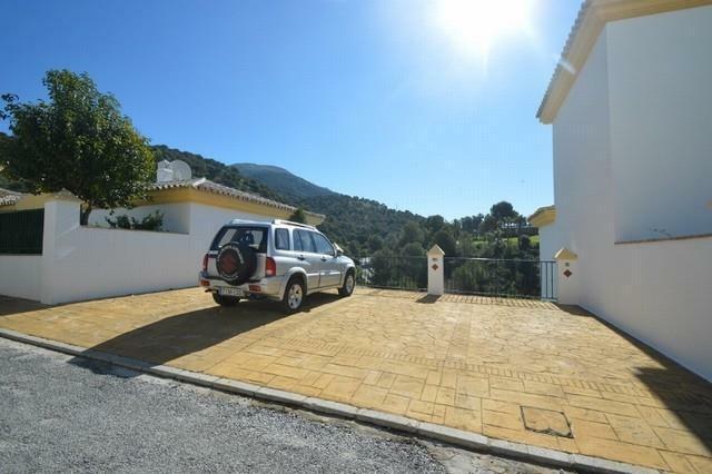 A2425607 - Parking