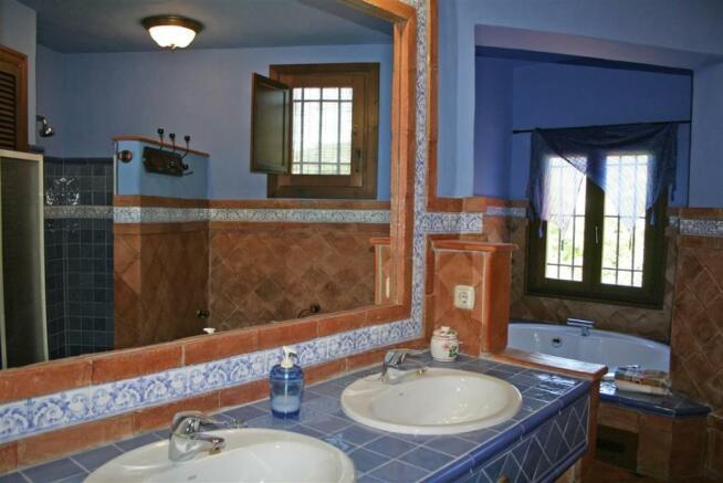 F2331404 - Bathroom