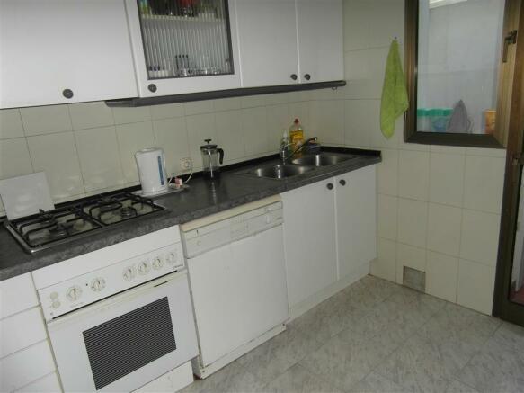 TH2422706 - Kitchen