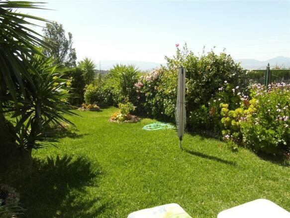 TH2422706 - Garden
