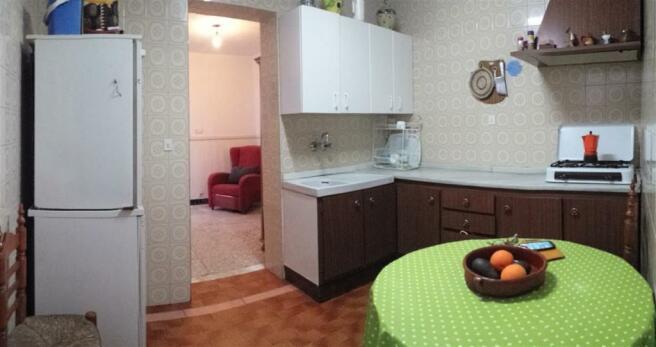 TH2633705 - Kitchen