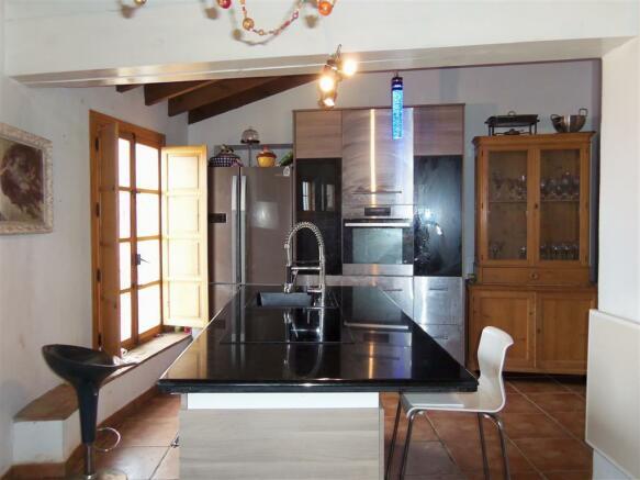 F2513012 - Kitchen