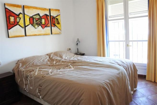 V2833892 - Bedroom 1