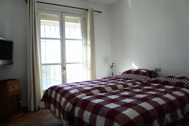 V2833892 - Bedroom 2