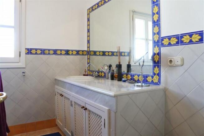 V2833892 - Bathroom