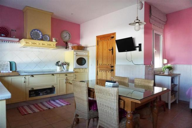F2803910 - Kitchen