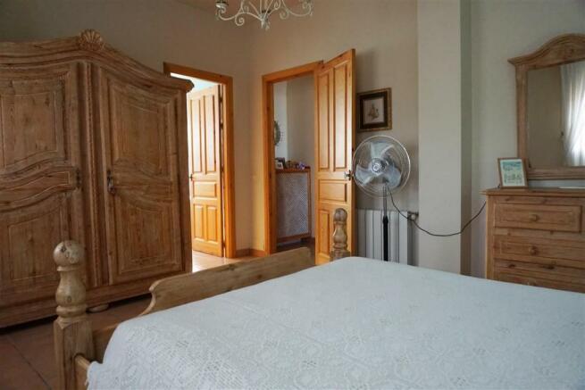 F2803910 - Bedroom 1