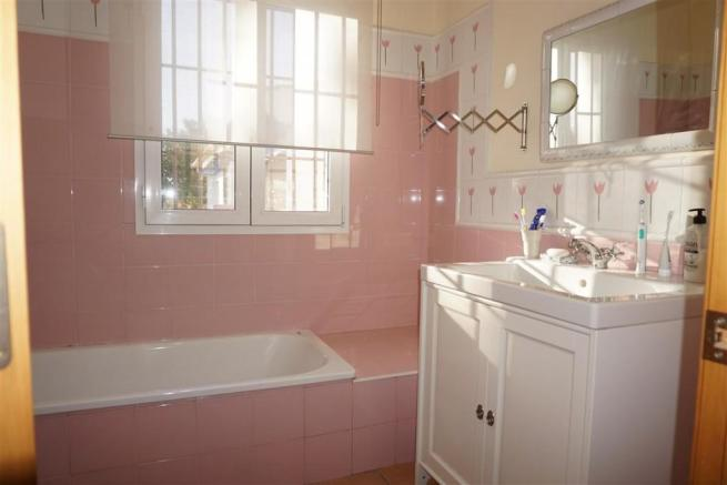 F2803910 - Bathroom