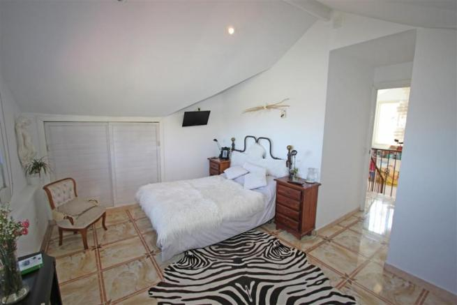F2797625 - Bedroom 1