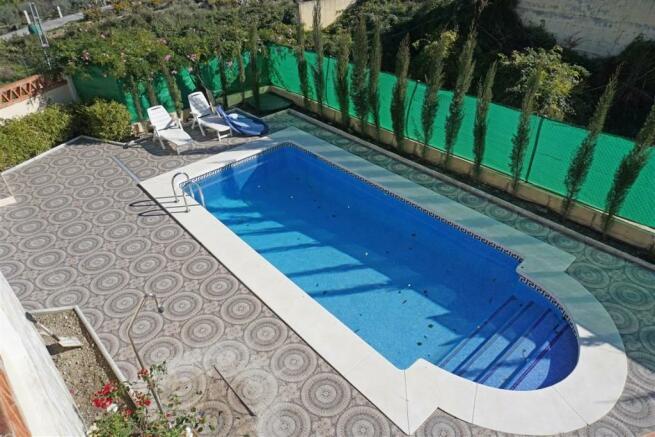 V2848910 - Pool