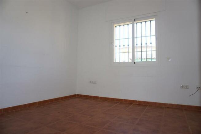 V2848910 - Bedroom 1