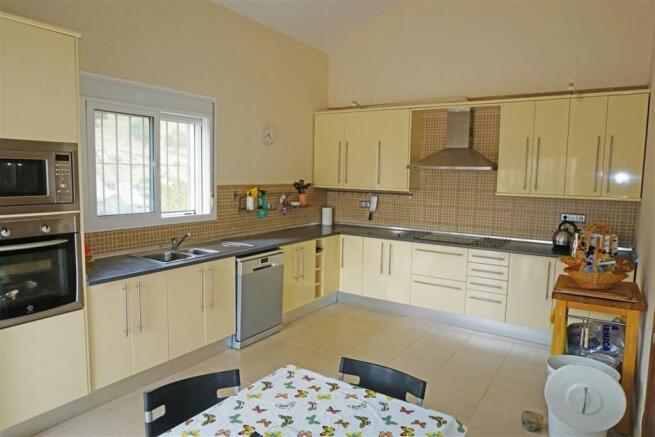 F2768462 - Kitchen a