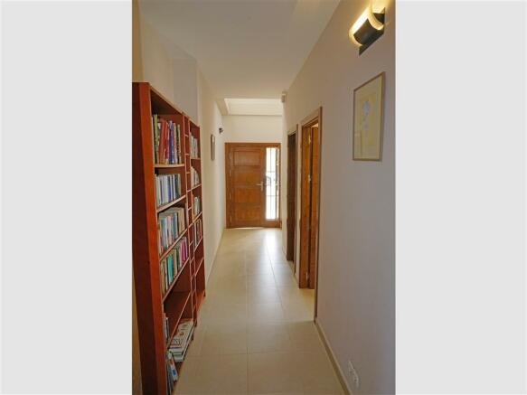 F2768462 - Hall