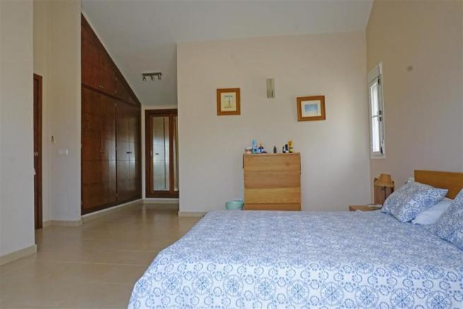 F2768462 - Bedroom 1