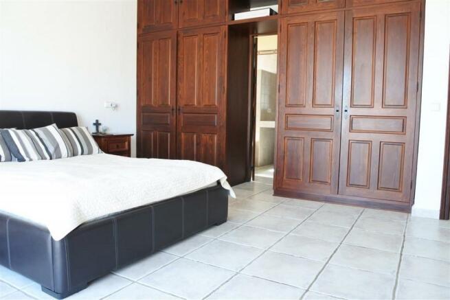 V2940701 - Bedroom 1