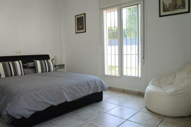 V2940701 - Bedroom 2