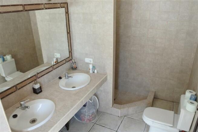 V2940701 - Bathroom