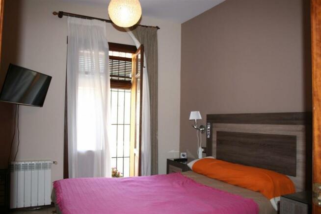 V2903240 - Bedroom 1