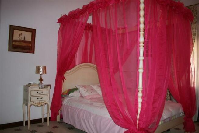 V2903240 - Bedroom 2
