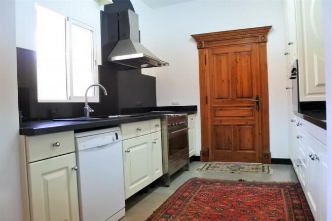 F3014231 - Kitchen