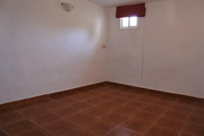 F2955875 - Bedroom 2