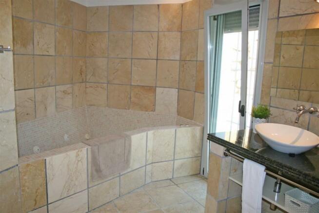F3021959 - Bathroom