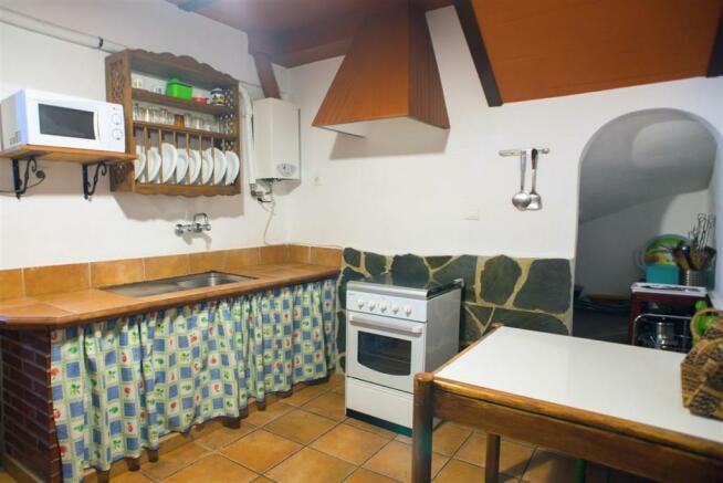 F2921711 - Kitchen 2