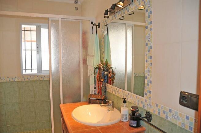 F3023984 - Bathroom