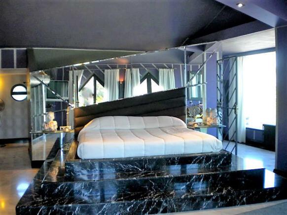 F2929448 - Bedroom 1
