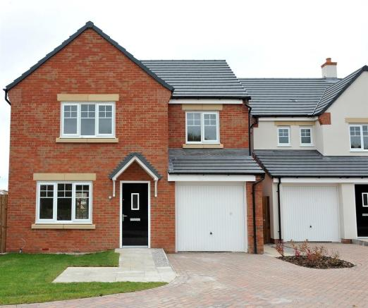 4 Bedroom Detached House For Sale In Lakes Road